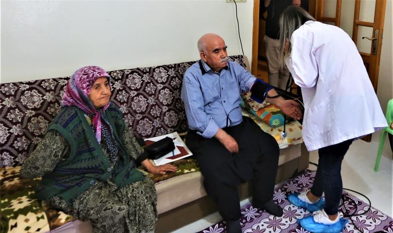 Yaşlılar ve muhtaçlar Büyükşehir'le hayata tutunuyor!