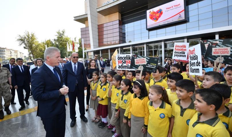 """Gaziantep'te """"Yaya Geçidi Nöbeti"""" farkındalık etkinliği düzenlendi"""