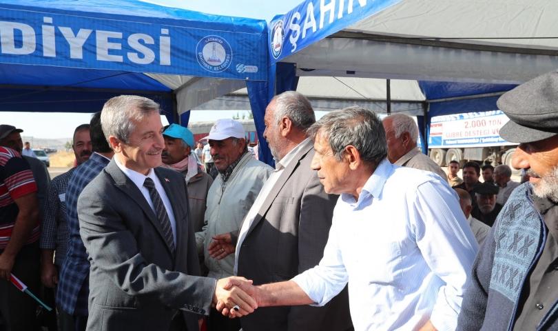 Şahinbey Belediyesi çiftçinin yüzünü güldürüyor