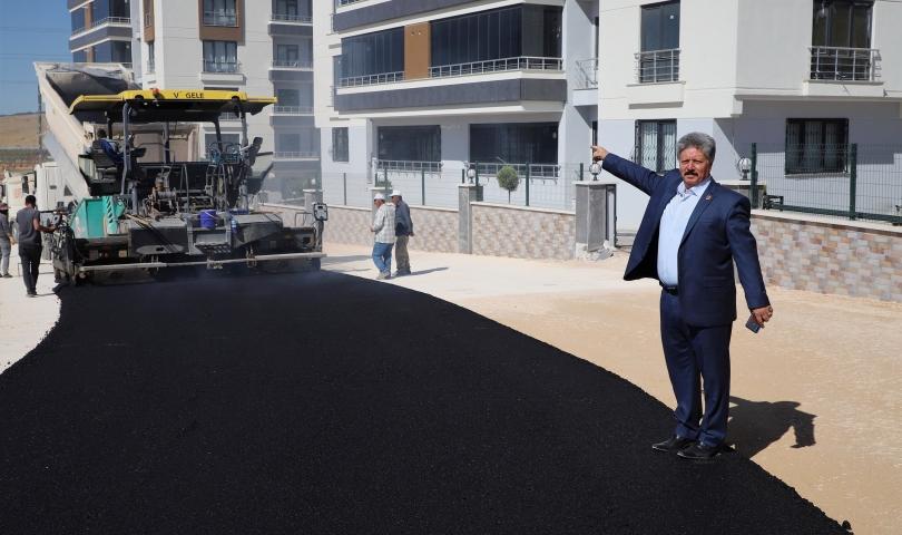 Fıstıklık Mahallesi'nde alt yapısı tamamlanan yollar asfaltlanıyor